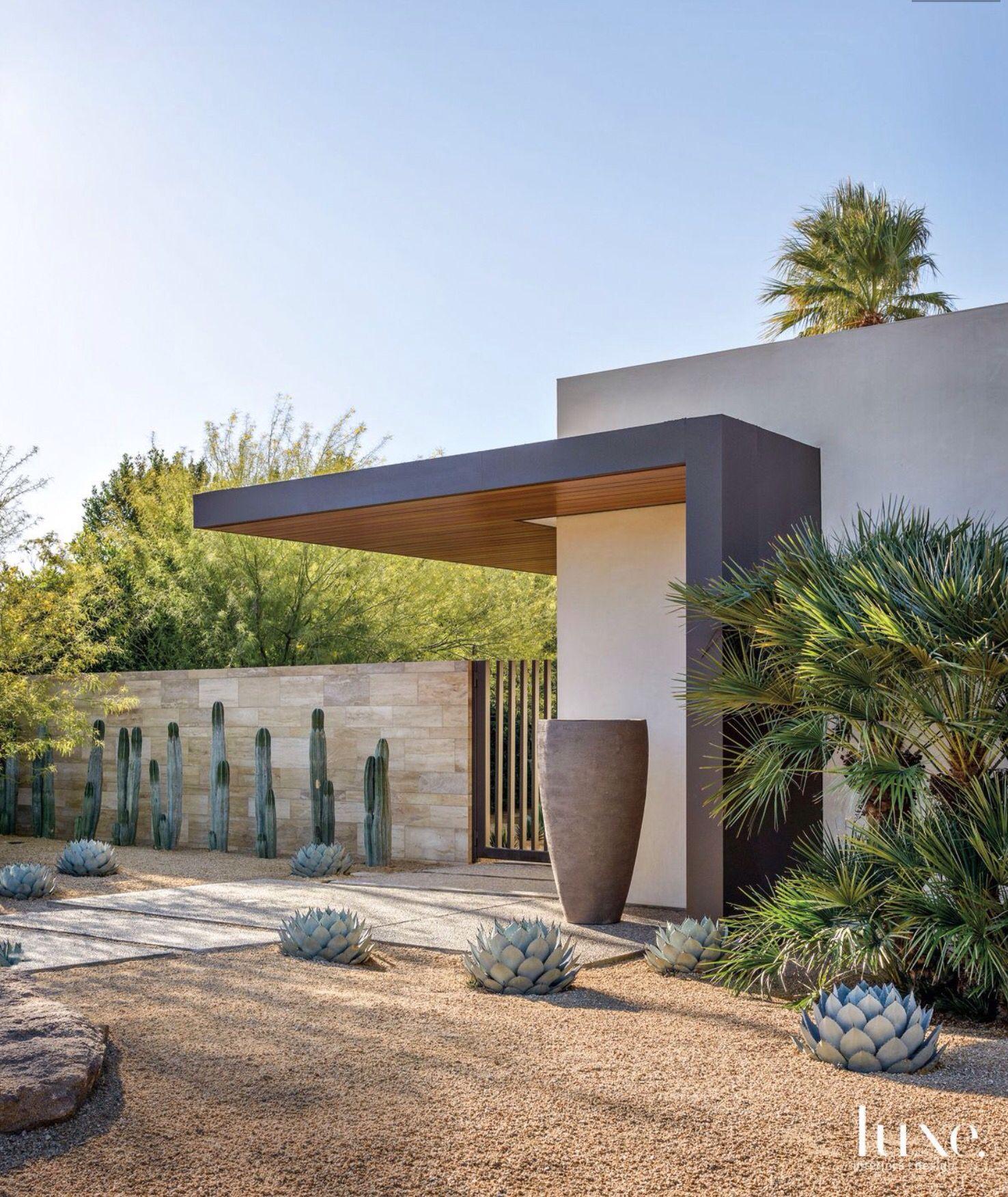 Puerta y cerramientos puertas exteriores y cerramientos pinterest fachadas arquitectura y - Jardines exteriores de casas modernas ...