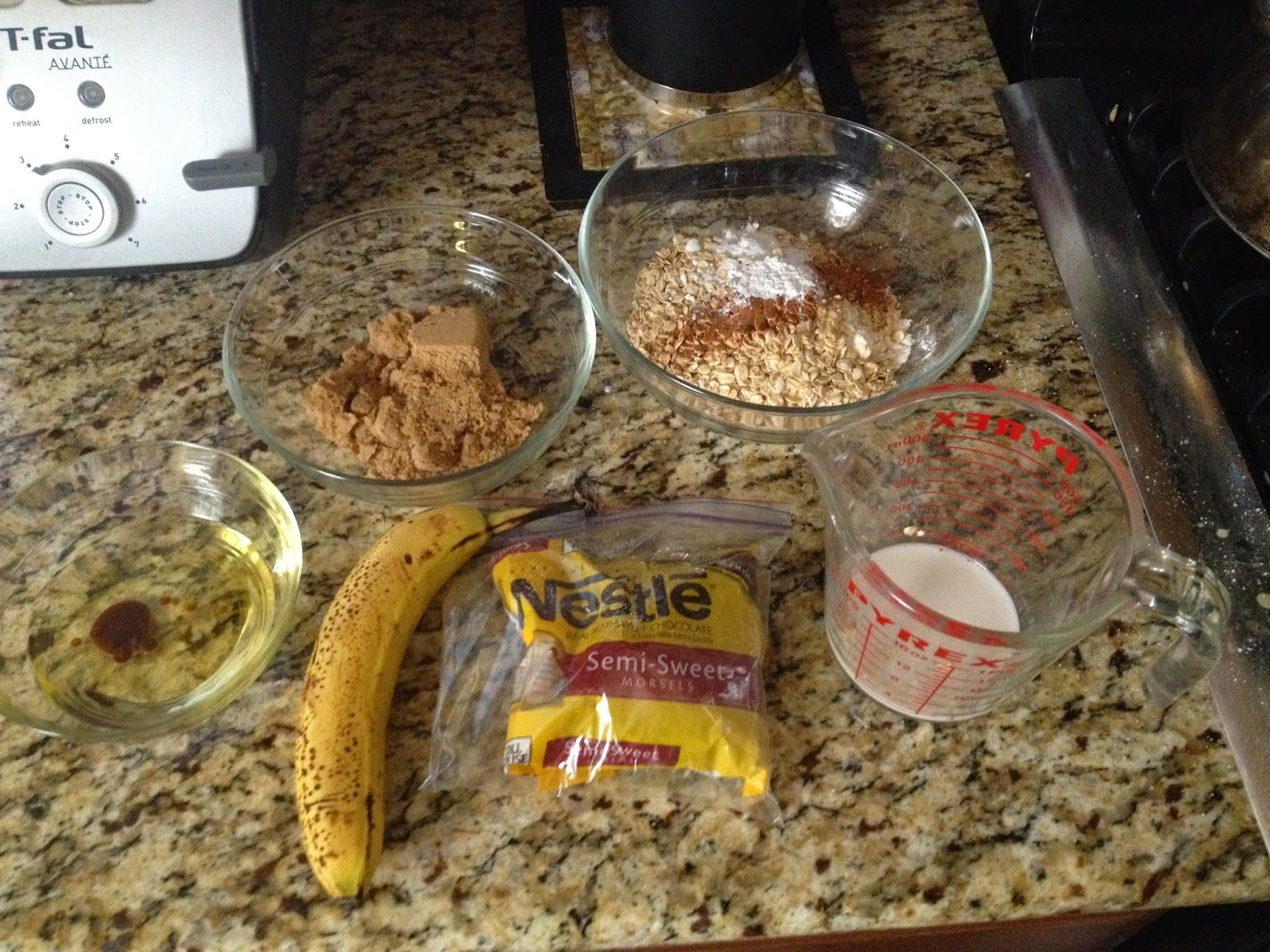 KLASSY KALIFORNIAN   Let's Make Some Cookies! http://klassykalifornian.blogspot.com/2014/09/healthy-oatmeal-chocolate-chip-cookies.html