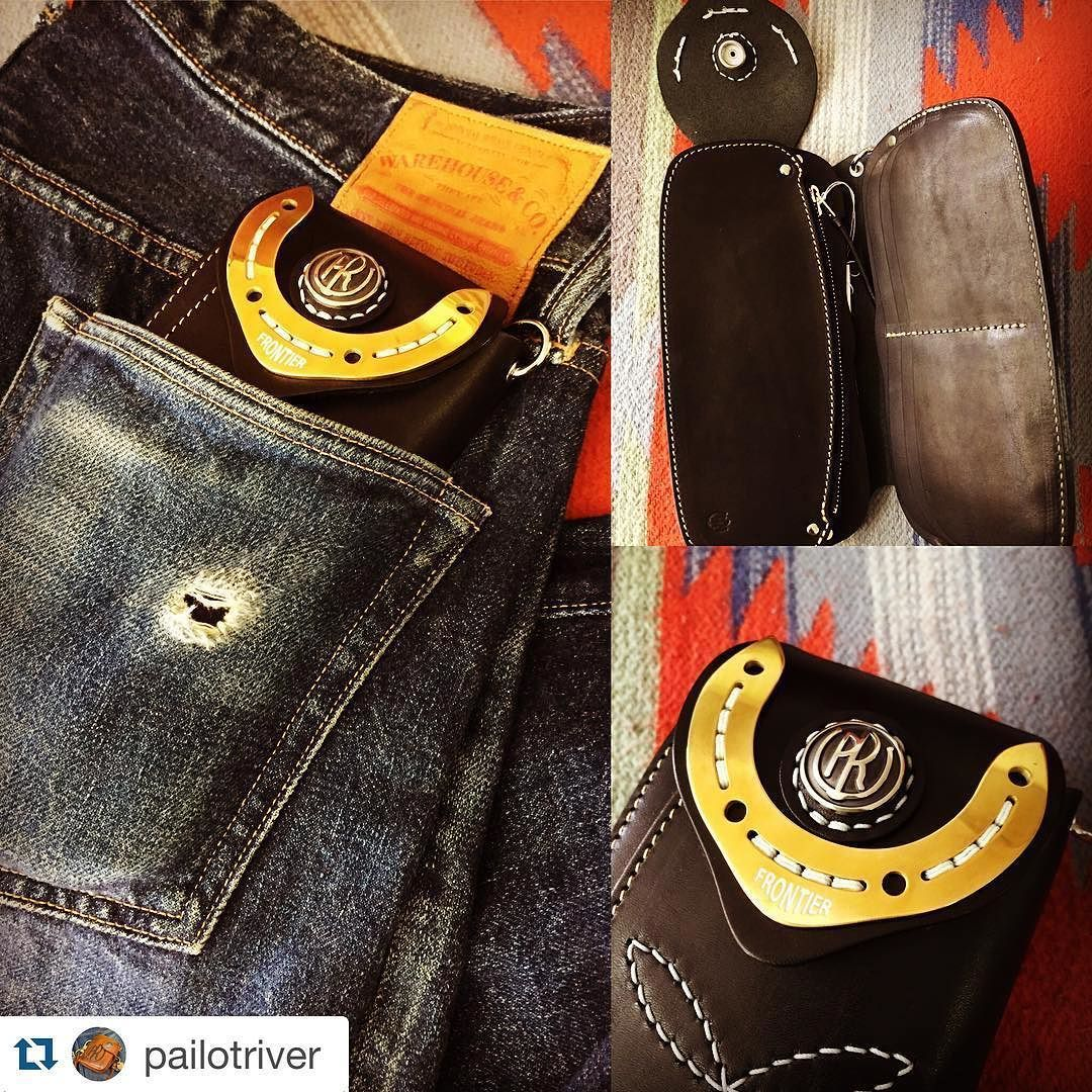 "#Repost @pailotriver with @repostapp.  Premium LongWallet ""PR-FRONTIER-B"" Mounting the engraved plate of ""FRONTIER"" BrandPAILOT RIVER  http://goo.gl/K592RB #NEOLATINE #LongWallet #PAILOT RIVER #MadeInJapan #LeatherWallet #メイドインジャパン #レザー #レザー財布 #革小物  #経年変化 #お財布"