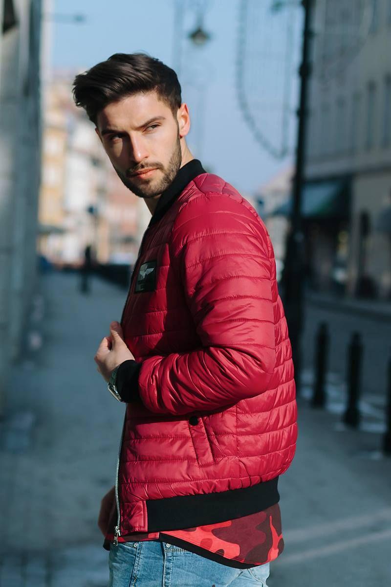 czerwona kurtka męska stylizacje