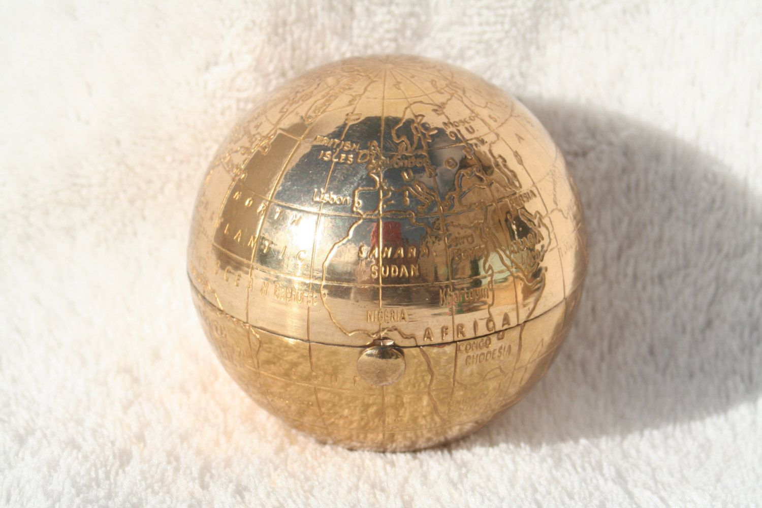 Rare vintage globe atlas shape pygmalion powder compact with map of free shipping rare vintage globe atlas shape pygmalion powder compact with map of the world by gumiabroncs Gallery