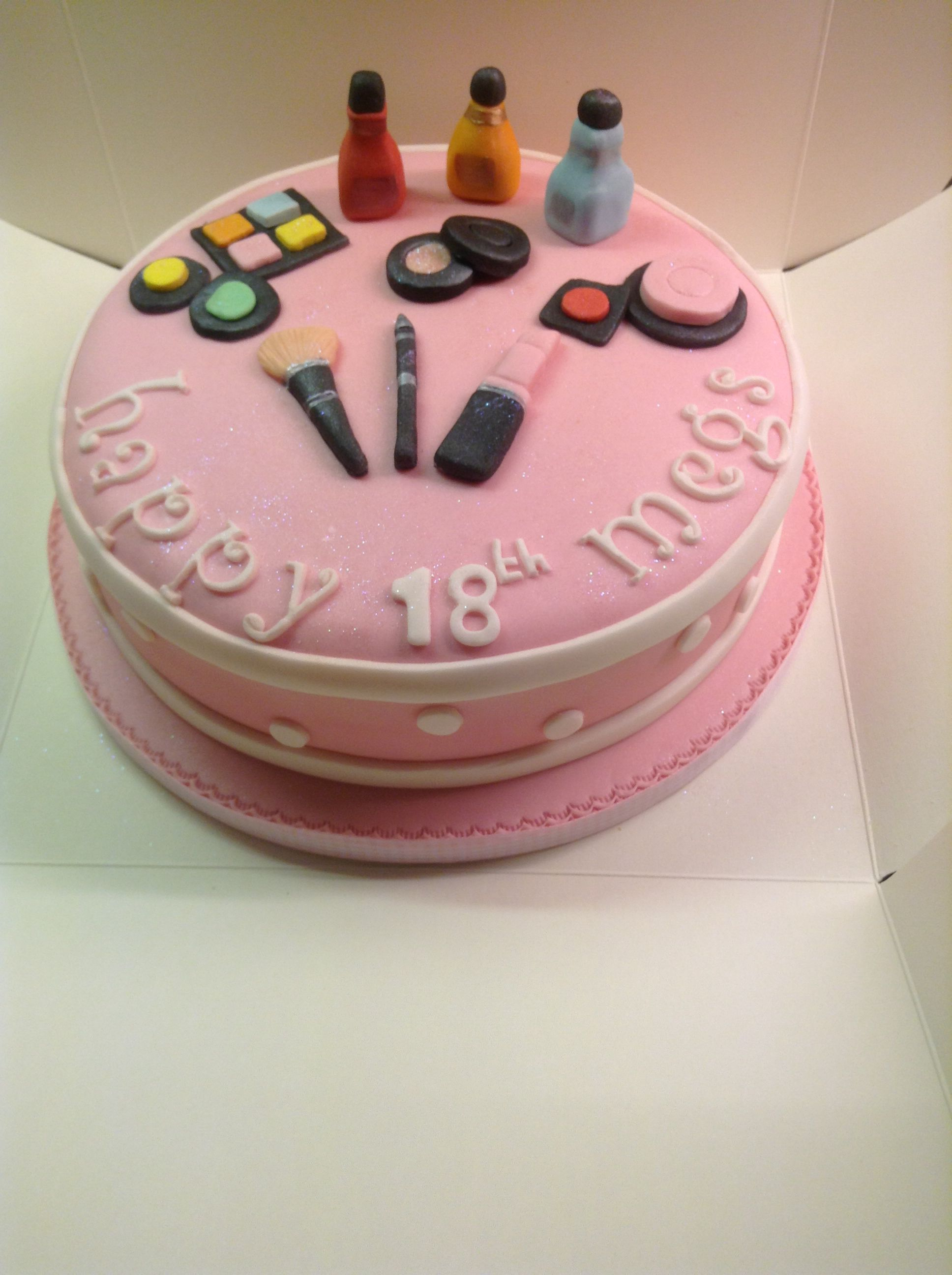 Pin by Gabriela Jf on Decoración unique | Make up cake