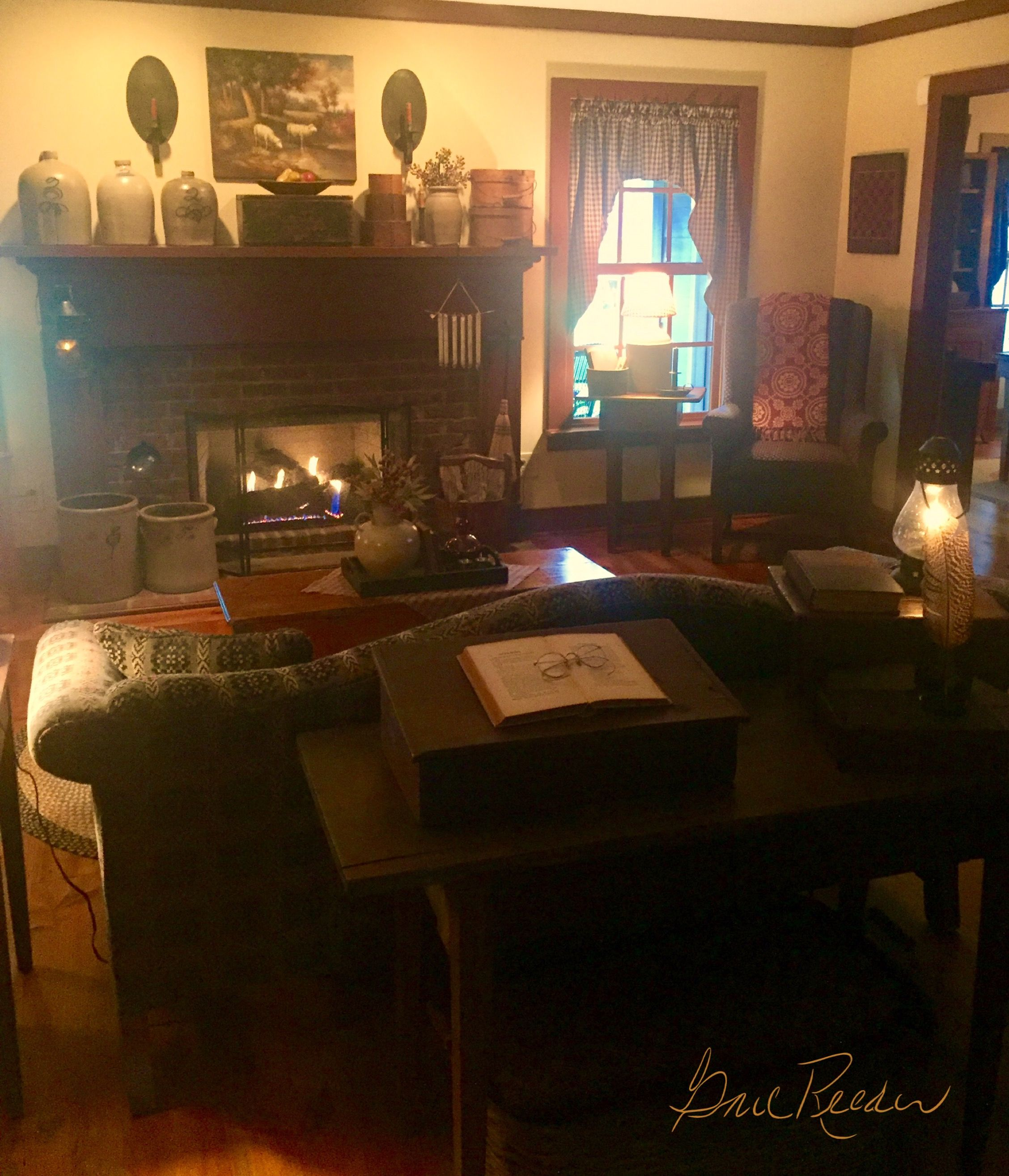 Pin By Melinda Moore On The Keeping Room Primitive Living Room Colonial Decor Primitive Decorating