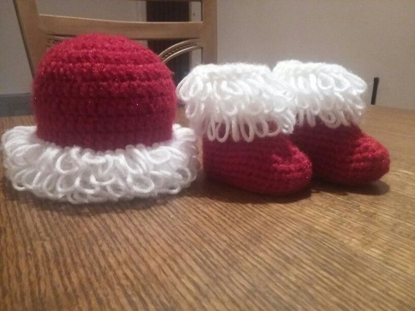 Gorro y botitas tejidas | Crochet navidad | Pinterest