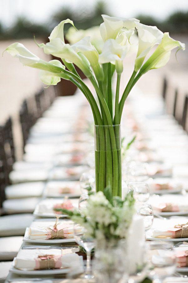 Свадебный букет из калл на стол молодоженами
