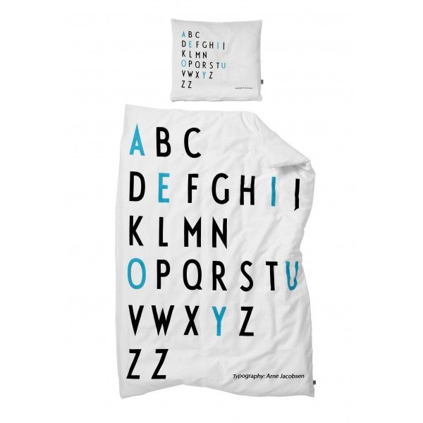 Design Letters Sengetøj med Arne Jacobsen typografi til dreng ...