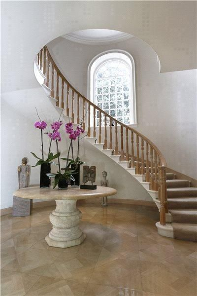 Image 9 of 36: Staircase