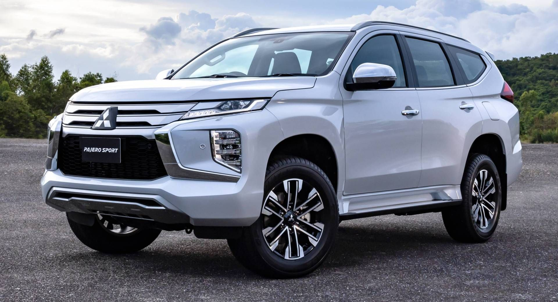 2020 Mitsubishi Pajero Sport Debuts With Updated Design New Tech Mobil