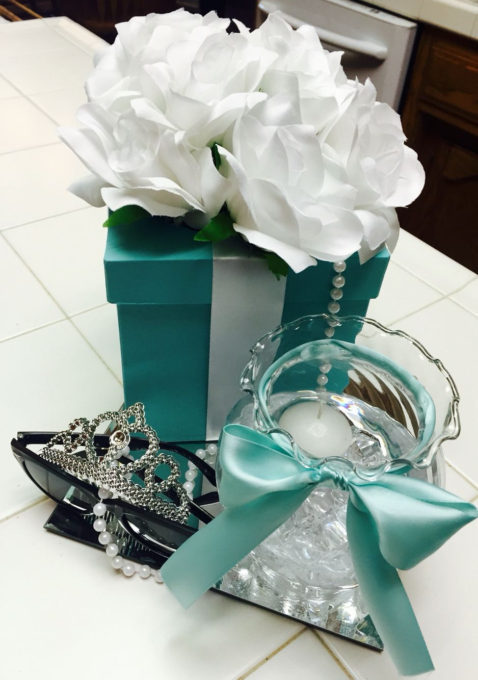 Breakfast At Tiffany S Centerpieces On Square Mirrors For My Daughter S Birthday Par Tiffany Blue Wedding Theme Breakfast At Tiffanys Party Ideas Tiffany Party
