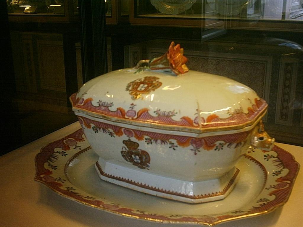 Palácio Nacional de Queluz | Ginapsi's A colecção de Cerâmica é parte significativa do acervo de Queluz, com cerca de 400 peças, abrangendo um período que vai dos inícios do século XVII até à ...