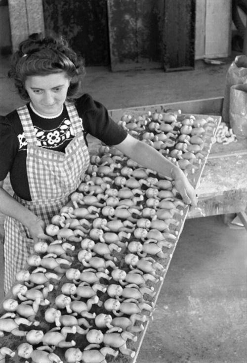 Vieuxmetiers Sonneberg Toy Factory Deutschland C 1950