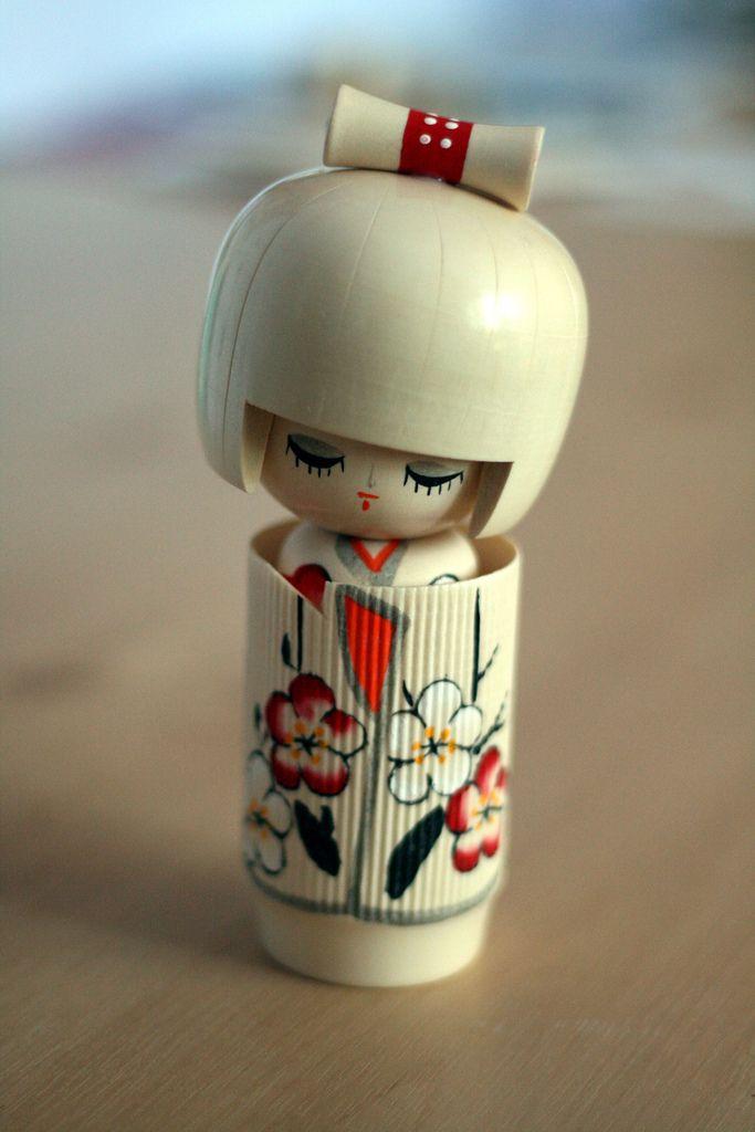 """White Kokeshi """"rêveuse de printemps"""""""