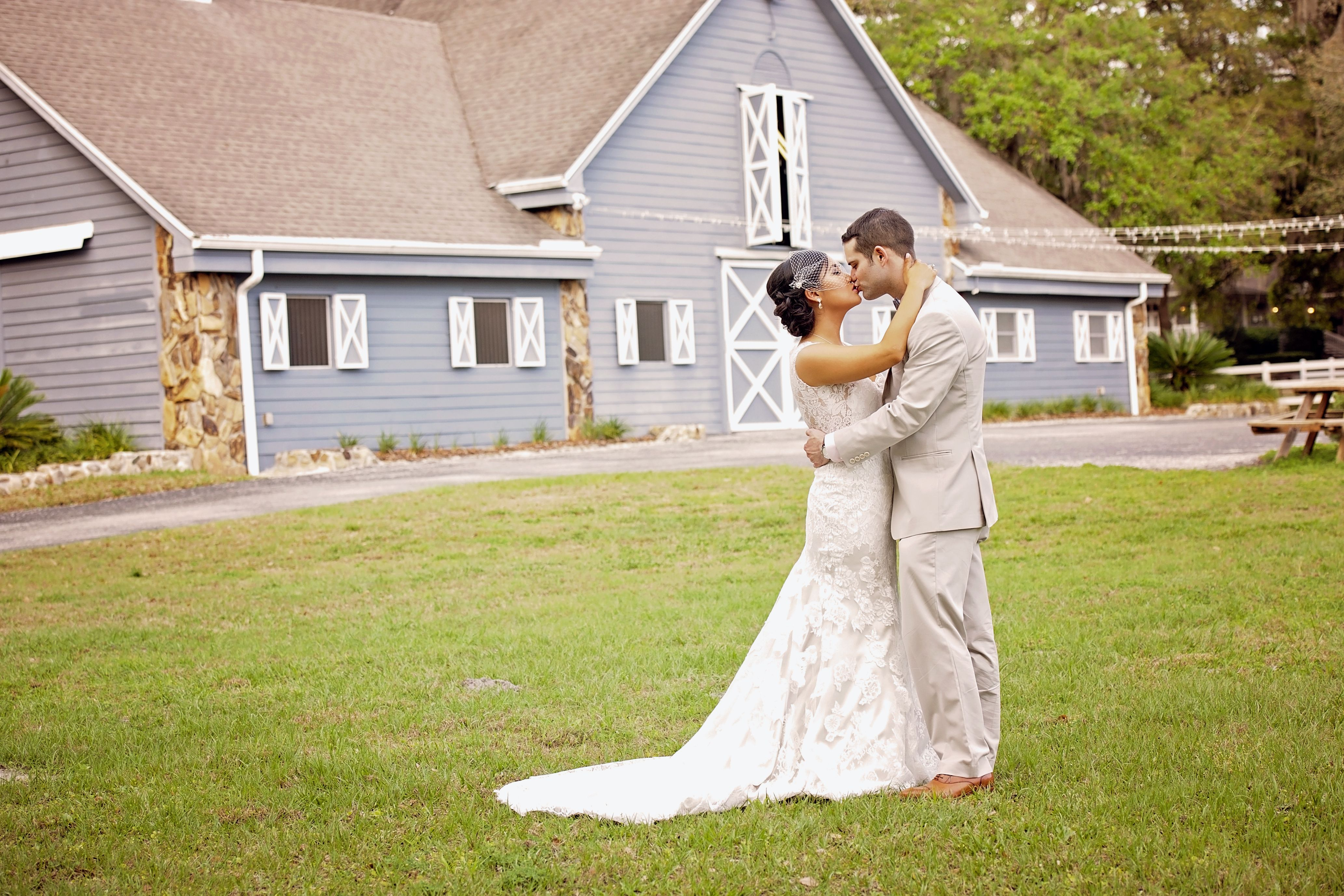 Wedding dresses lakeland fl  A Rustic Wedding at The Lange Farm in Dade City Florida  I can