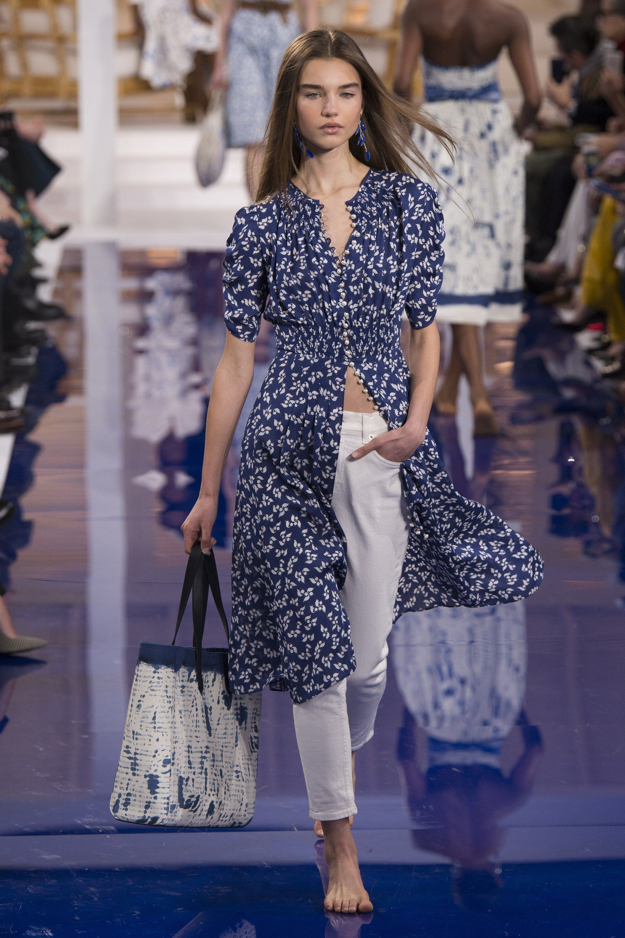 6c1ac634c75 The complete Ralph Lauren Spring 2018 Ready-to-Wear fashion show now on  Vogue Runway.