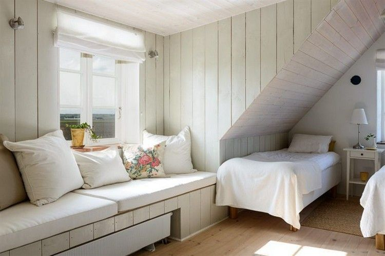 Schlafzimmer auf dem Dachboden viel Holz Landhausstil warm