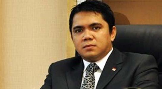 FPDIP: Kalau Cuma Kasih Sumbangan Tak Perlu Tunggu Jadi Anggota DPR : Anggota DPR dari Fraksi Partai Demokrasi Indonesia Perjuangan (FPDIP) Arteria Dahlan sangat menyayangkan sikap pimpinan DPR yang memakai masker dalam rapat paripurna k
