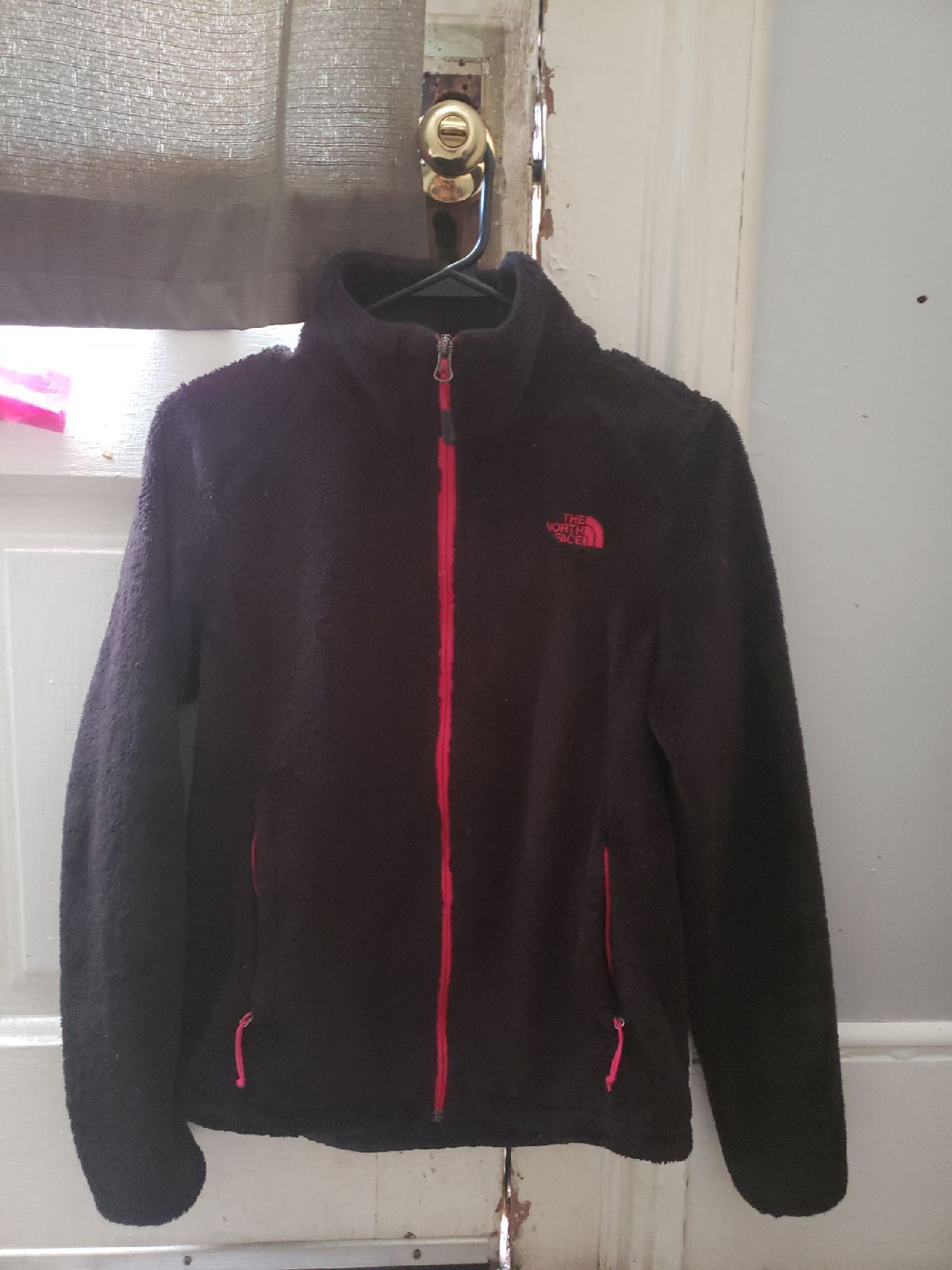 Barely Worn Has Been Taken Good Care Of Fuzzy Black Northface With Hot Pink Logo The North Face North Face Jacket North Face Fleece Jacket [ 1600 x 1200 Pixel ]