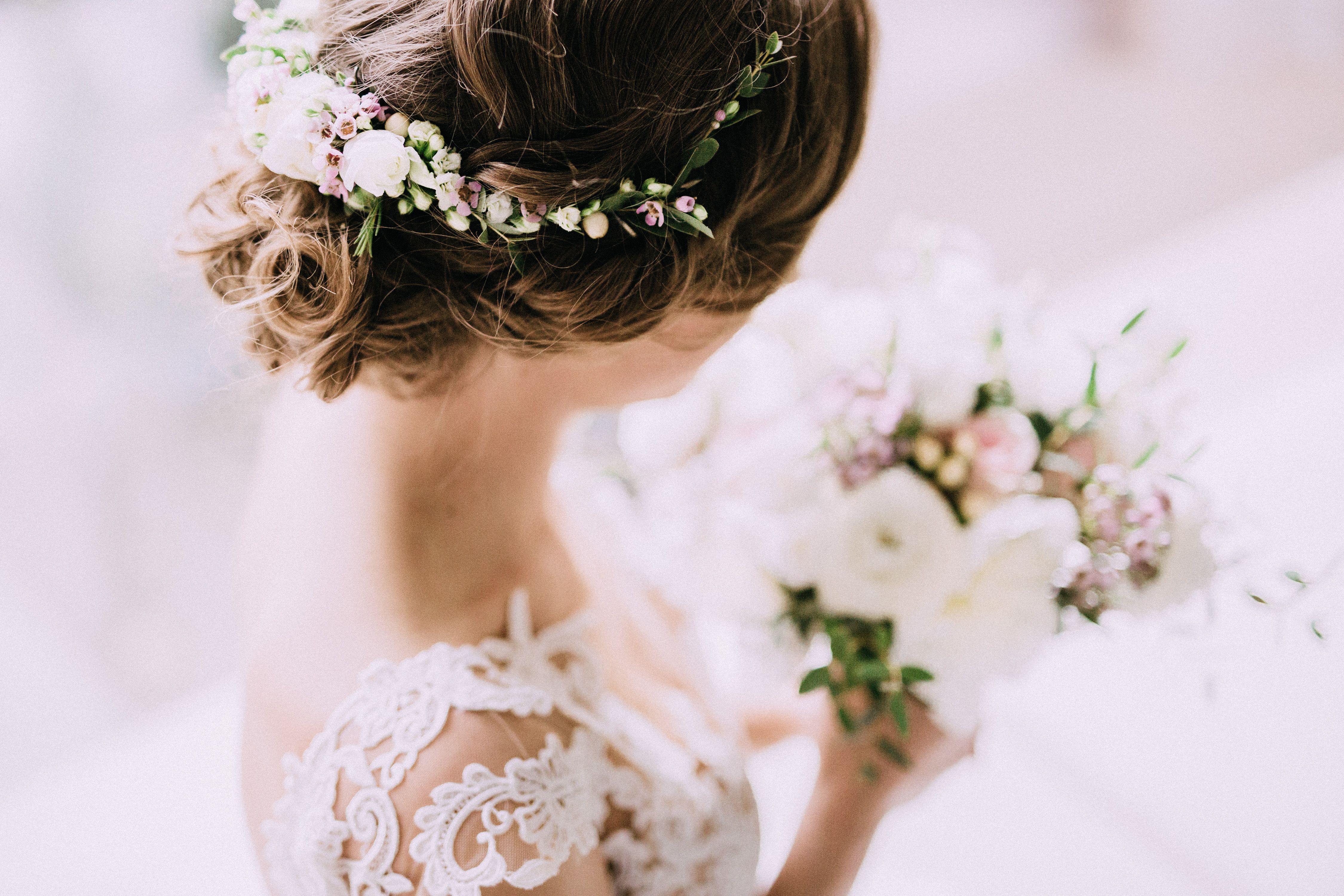 46fdd91c15 INNA Studio flowers in the hair   kwiaty we włosach na ślub   pół-wianek    fot. Bajkowe Śluby