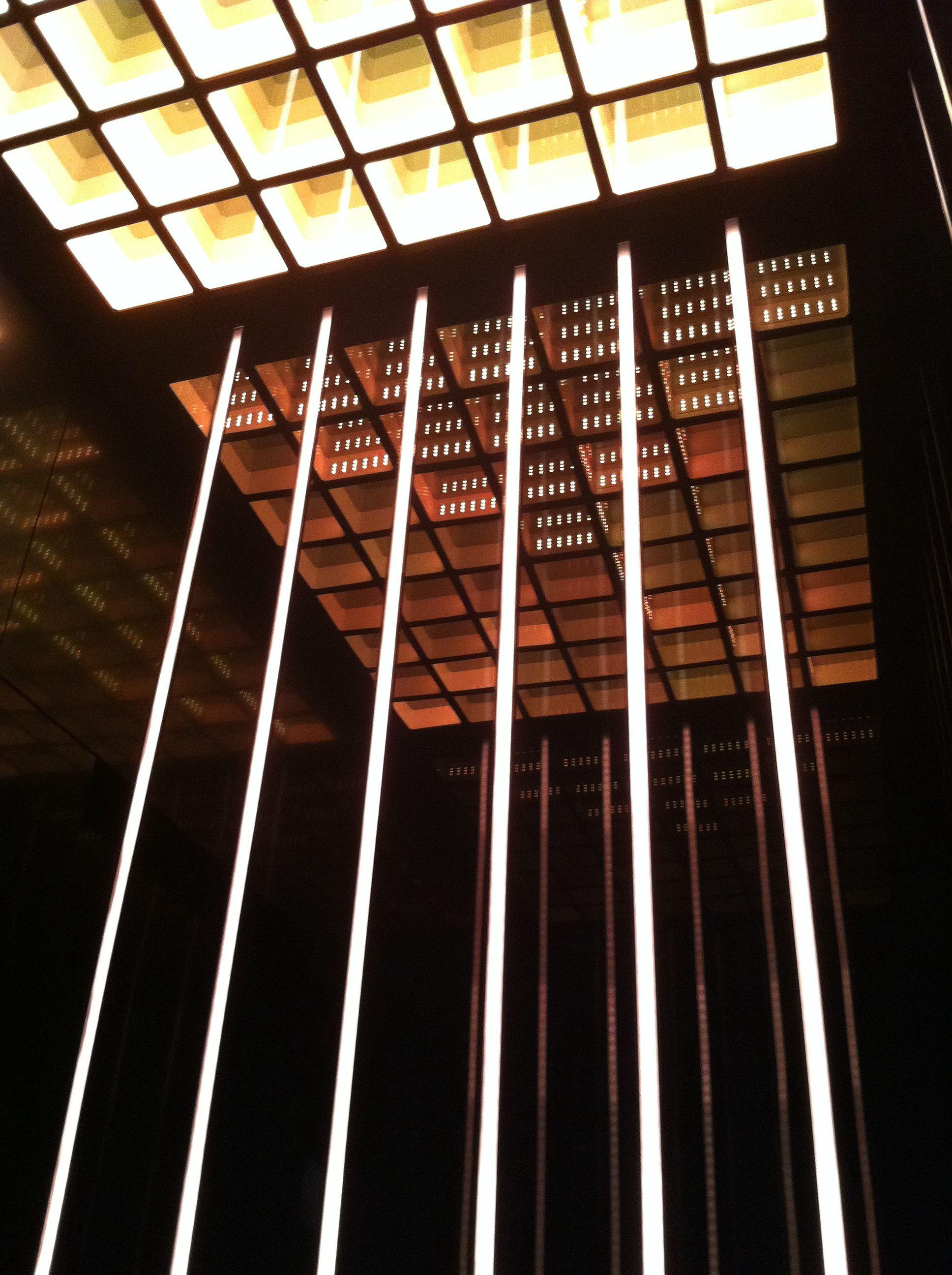 detalle de iluminación en ascensor W Hotel Taipei  #elevators #lift…