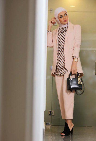 مرمر ترتدي البدلة الرسمية باللون الوردي الشبابي Hijab Fashion Fashion Muslim Fashion