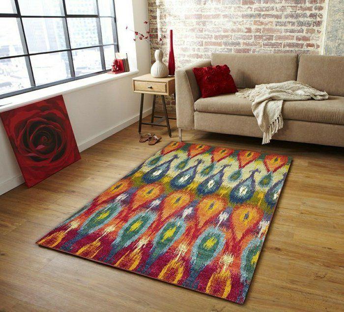 ein bunter viereckiger Teppich mit einem tollen Print zur - teppich wohnzimmer bunt