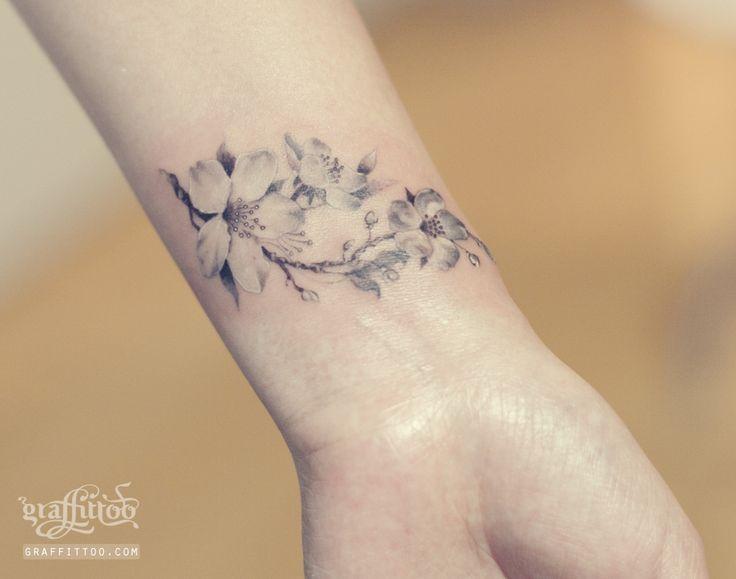 Tatouage Fleur De Cerisier Elegant Blanc Et Gris Sur Le Poignet Par Graffitoo Tatouage Fleur Tatouage Tatouage Fleur De Cerisier
