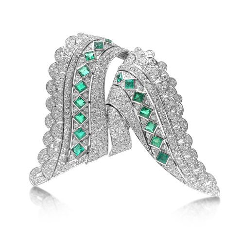 AN ART DECO DIAMOND AND EMERALD DOUBLE CLIP BROOCH BY RENE BOIVIN,