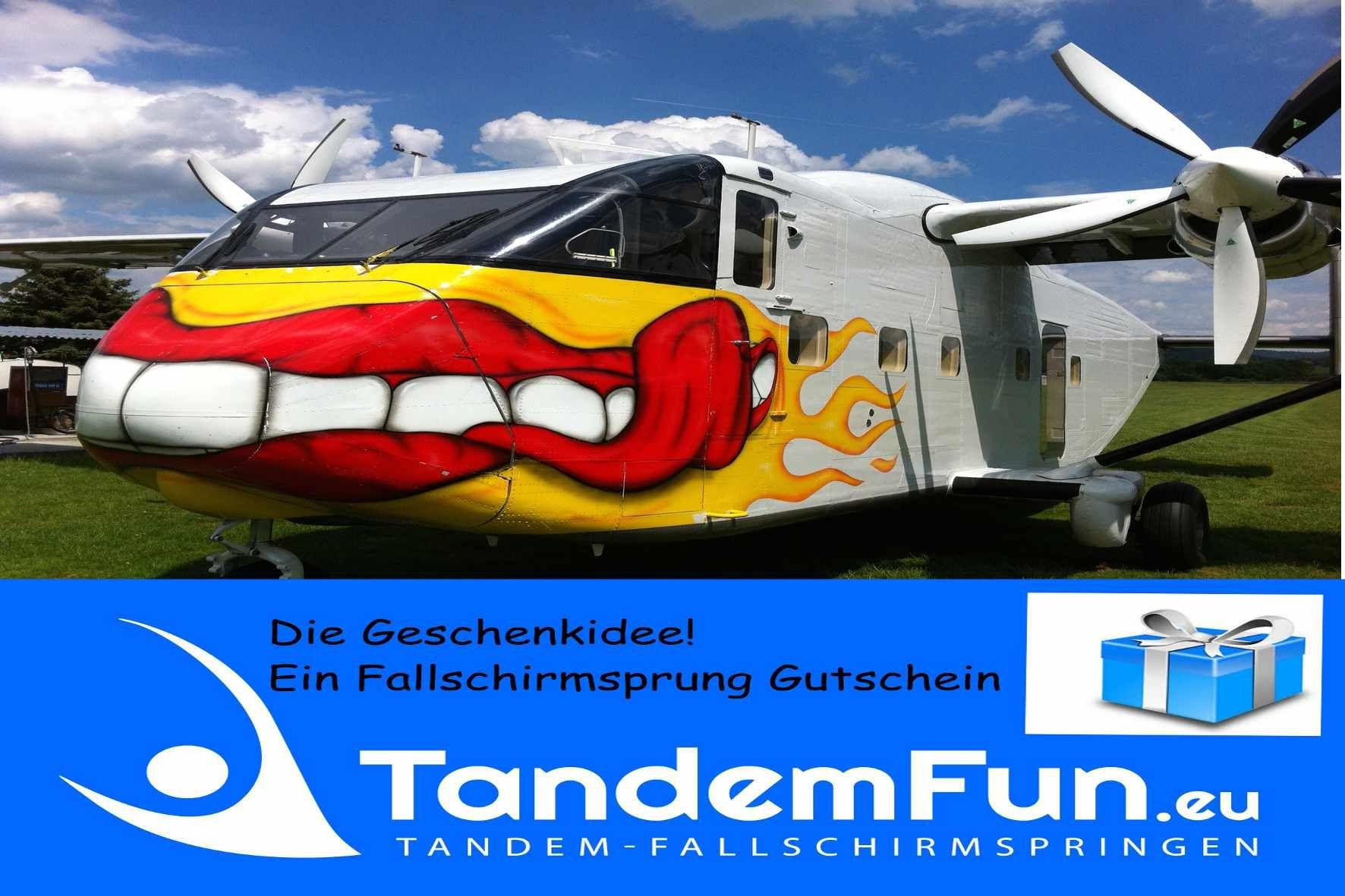 Fallschirmspringen Tandemsprung Gutschein Als Geschenk Von Tandemfun Bayern Ein Fallschirmsprung Nahe Regensburg M Tandemsprung Fallschirm Fallschirmspringen