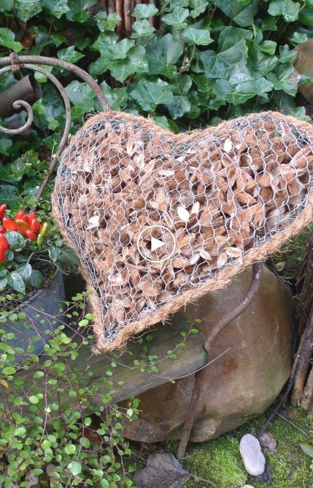 Wire heart with stone filling