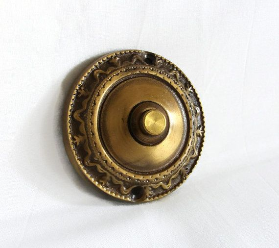 Gentil Vintage Cast Brass Push Button Door Bell. Ornate Doorbell Has A Diameter Of  3 (7.5 Cm) It Will Extend Out For 1 (2.5 Cm) Weight Is 4.5 Oz