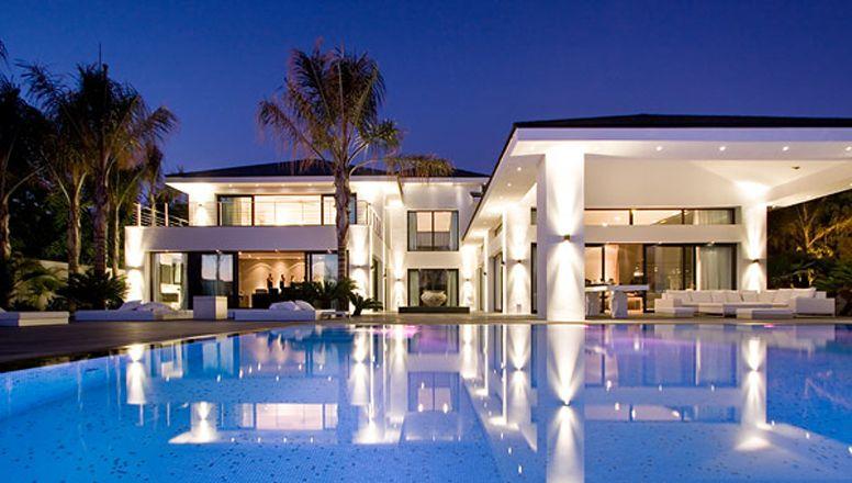 Casa granda tipo mansi n con dos albercas azules y con - Casas de lujo en marbella ...