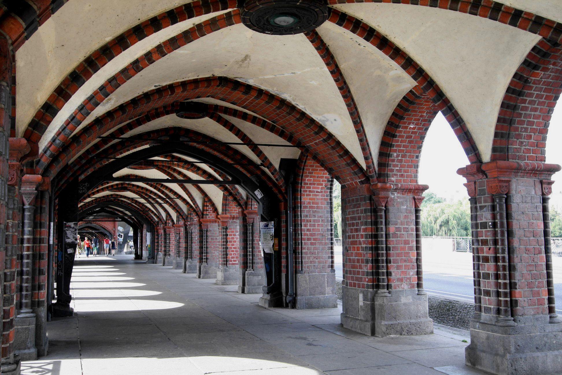 LolaRennt_OberbaumBrucke2.jpg (1944×1296) Brick masonry