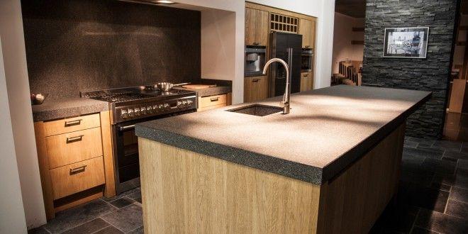 Stoere landelijke eiland keuken in eiken met granieten werkblad keuken - Granieten werkblad keuken ...