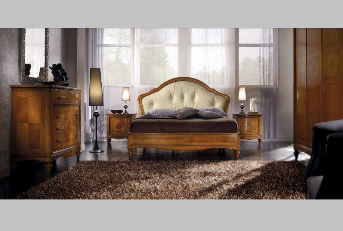 844 Cabecero tapizado con bancada a juego y mesitas y cómoda de ...