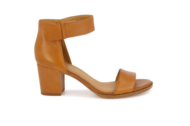 Nydelig skinnsandal med hæl som passer til både hverdags og fest! Modellen fra Roots har en behagelig hælhøyde på 6,5 cm, og justerbar rem med spenne rundt ankelen.