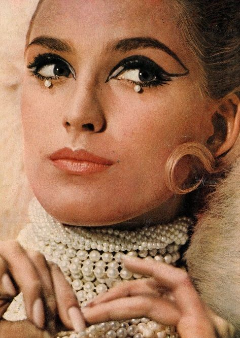 Love the drops under the eyes,  they add so much texture! Marika Greene by Norman Parkinson for Vogue UK, September 1965.