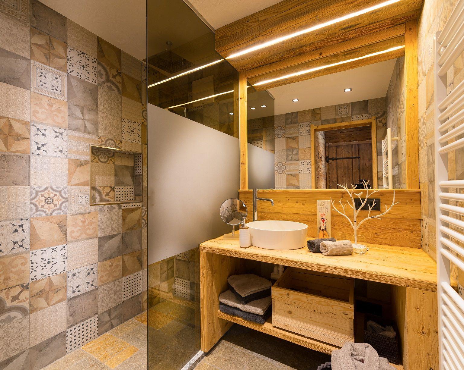 Das Luxuriose Badezimmer Lasst Keine Wunsche Offen Luxus Chalet Pronebengut Www Proneben At Luxurioses Badezimmer Rustikale Moderne Einrichtung Badezimmer