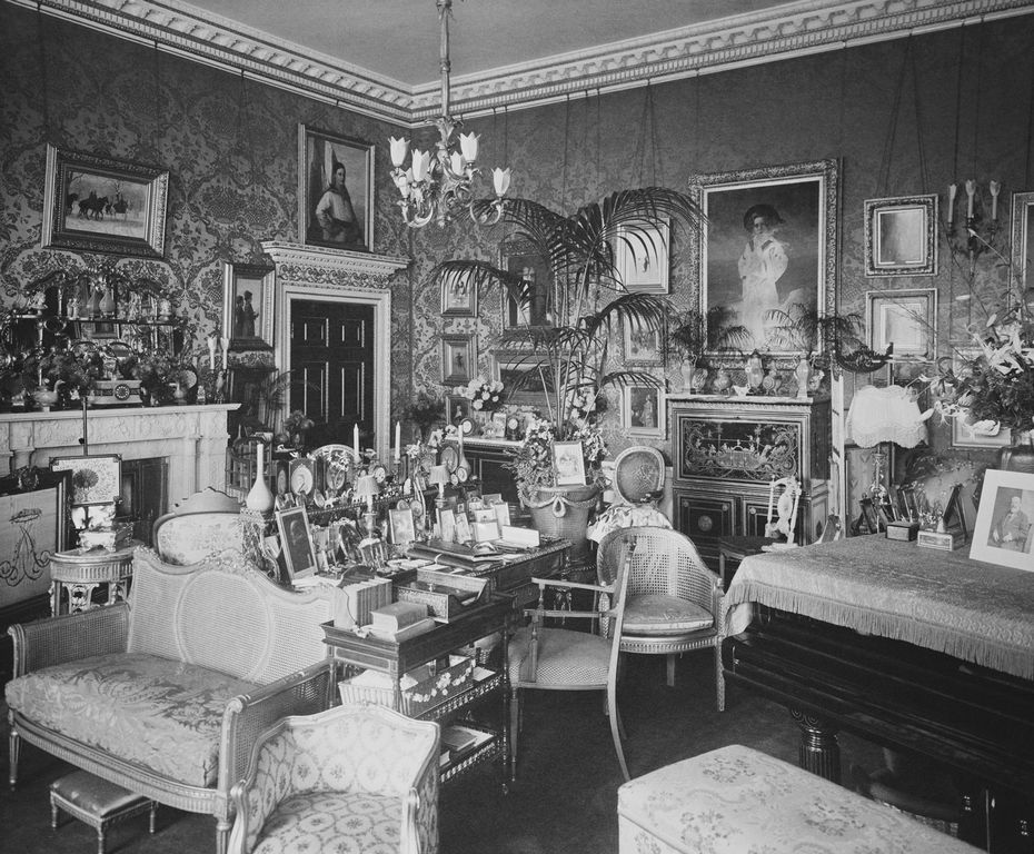 queen alexandra 39 s sitting room marlborough house marlborough house 1912 royal collection. Black Bedroom Furniture Sets. Home Design Ideas