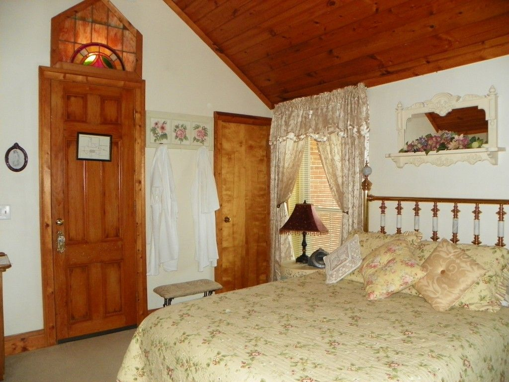 Galena, Illinois Lodging Cloran Mansion & Condo Bed