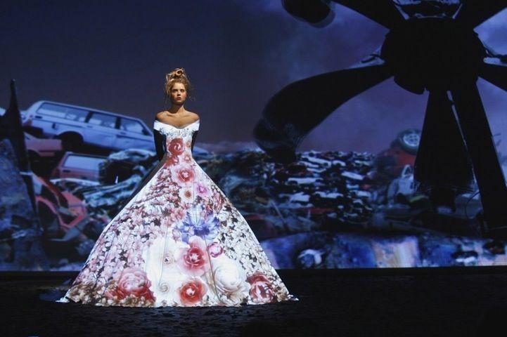 Hi-Tech Fashion: Dress Projection Mapping - My Modern Metropolis  http://www.mymodernmet.com/profiles/blogs/franck-sorbier-haute-couture-fall-winter-2012-2013