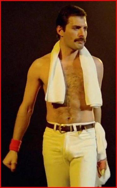 2g. Freddie Mercury. On Stage. Th.. #freddiemercury