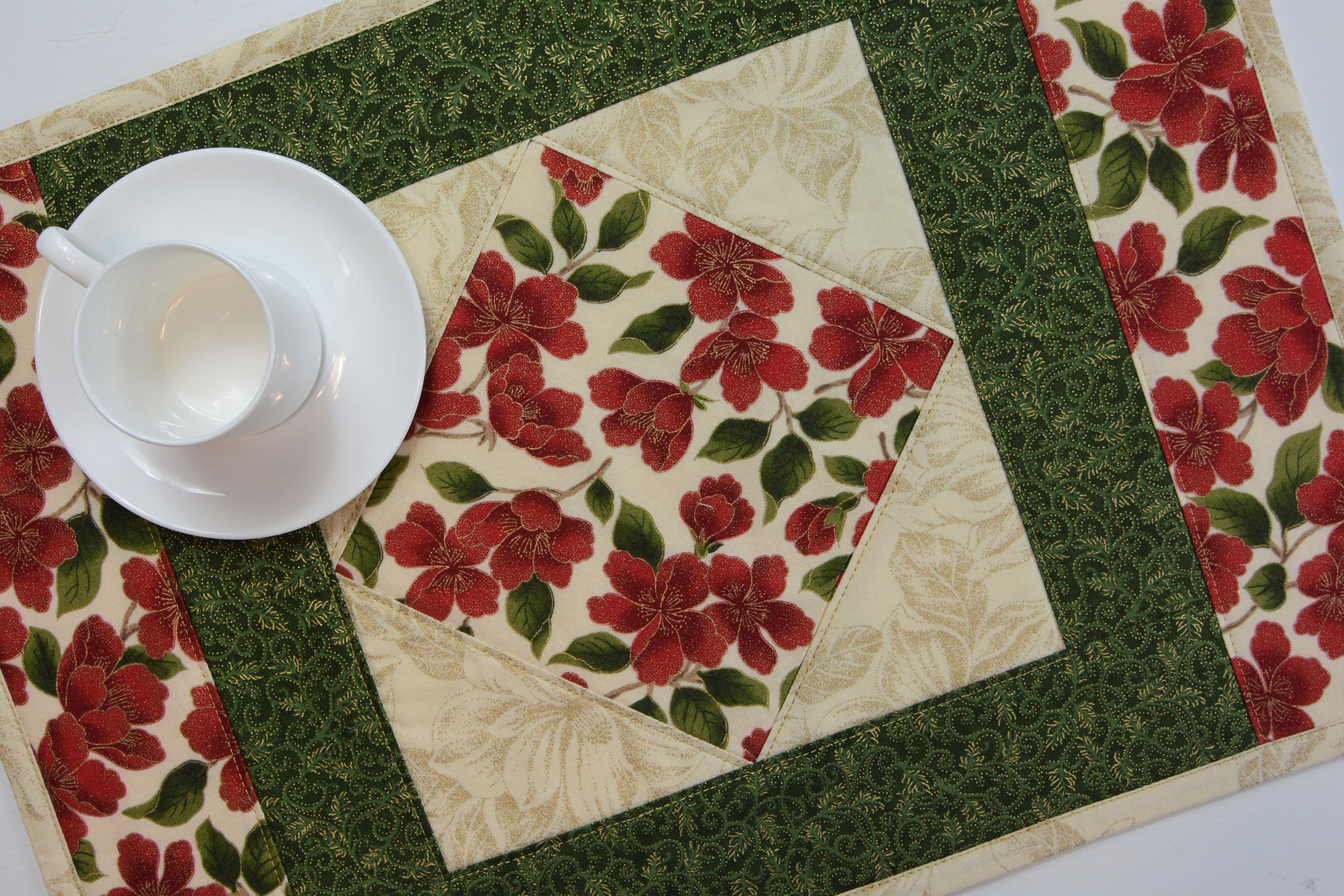 Christmas Quilted Placemats Quilted Holiday Placemats Set Etsy Place Mats Quilted Placemats Patterns Quilted Placemat Patterns