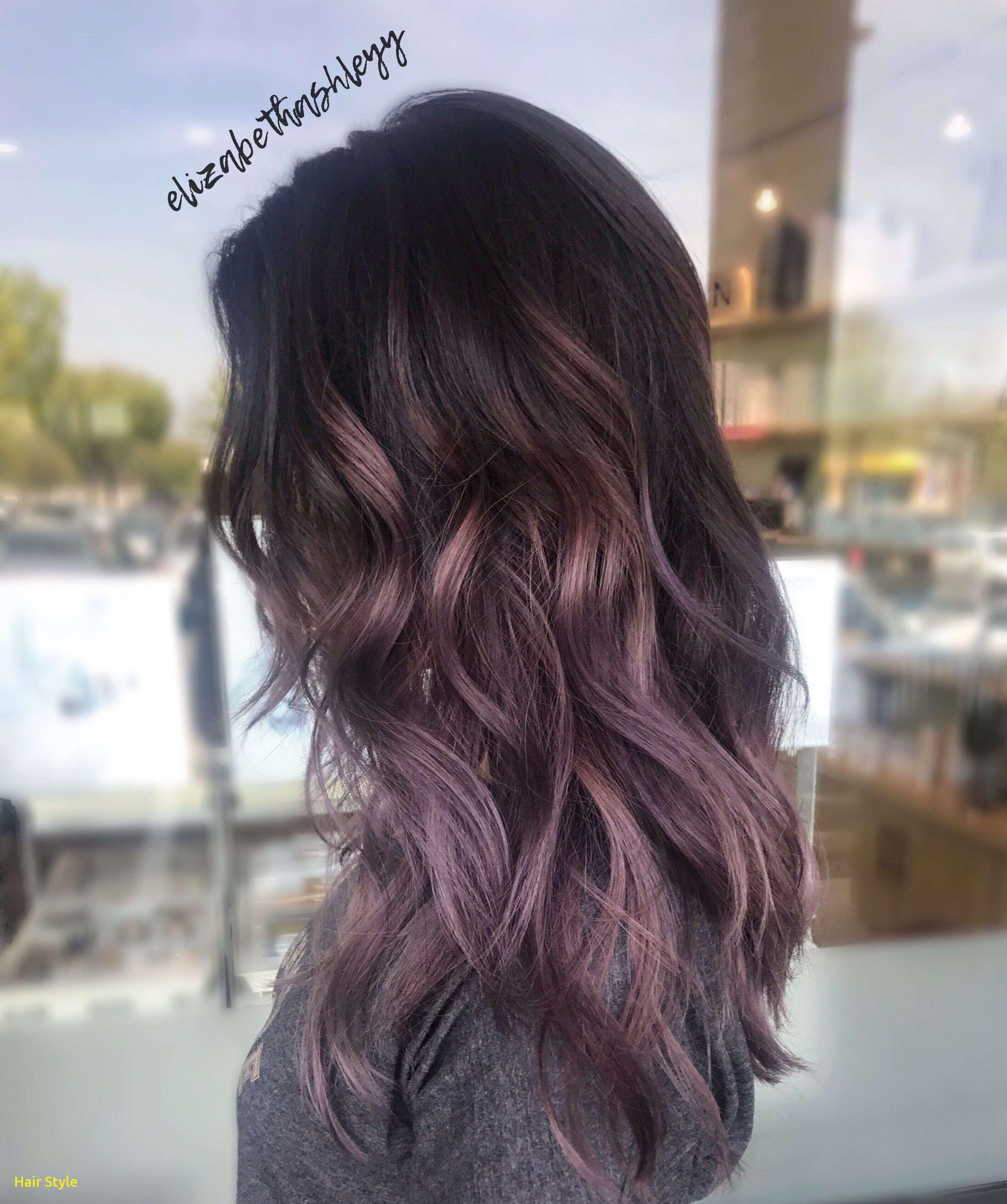 Braune haare mit violetten strahnen