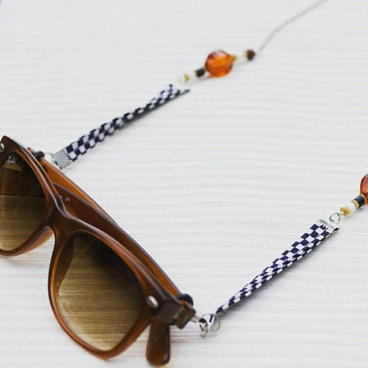 Have you already met these awesome and practical glasses necklace? 🤓