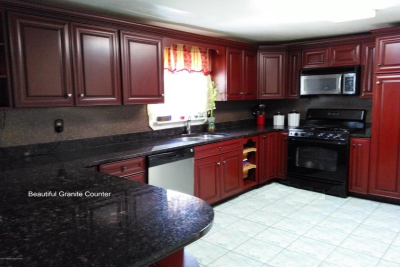 62 Oak Ridge Pkwy, Toms River, NJ 08755 | Kitchen cabinets ...