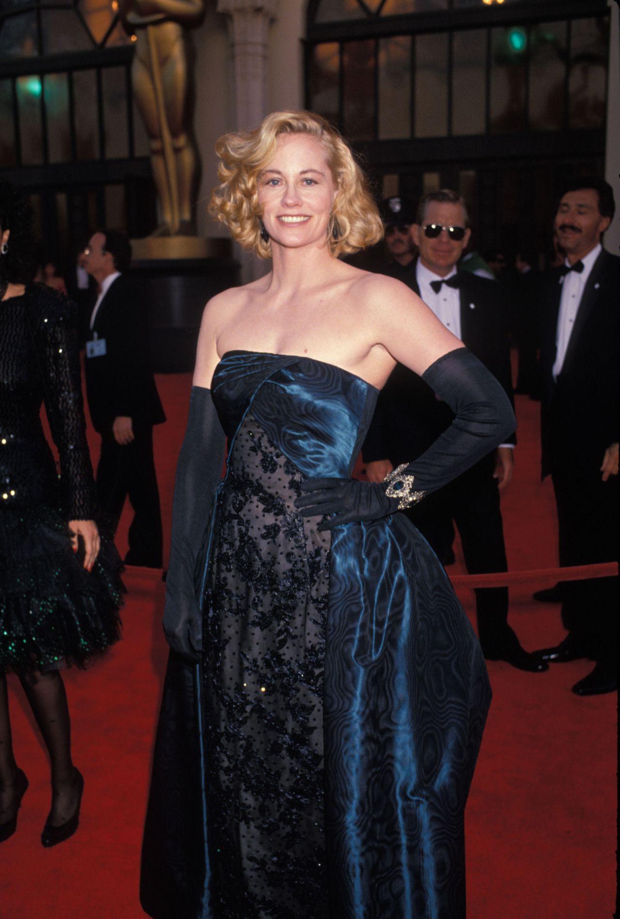 Cybill Shepherd Wearing Opera Gloves At The 1989 Academy Awards Cybill Shepherd Ball Dresses Strapless Dress Formal [ 1896 x 1280 Pixel ]