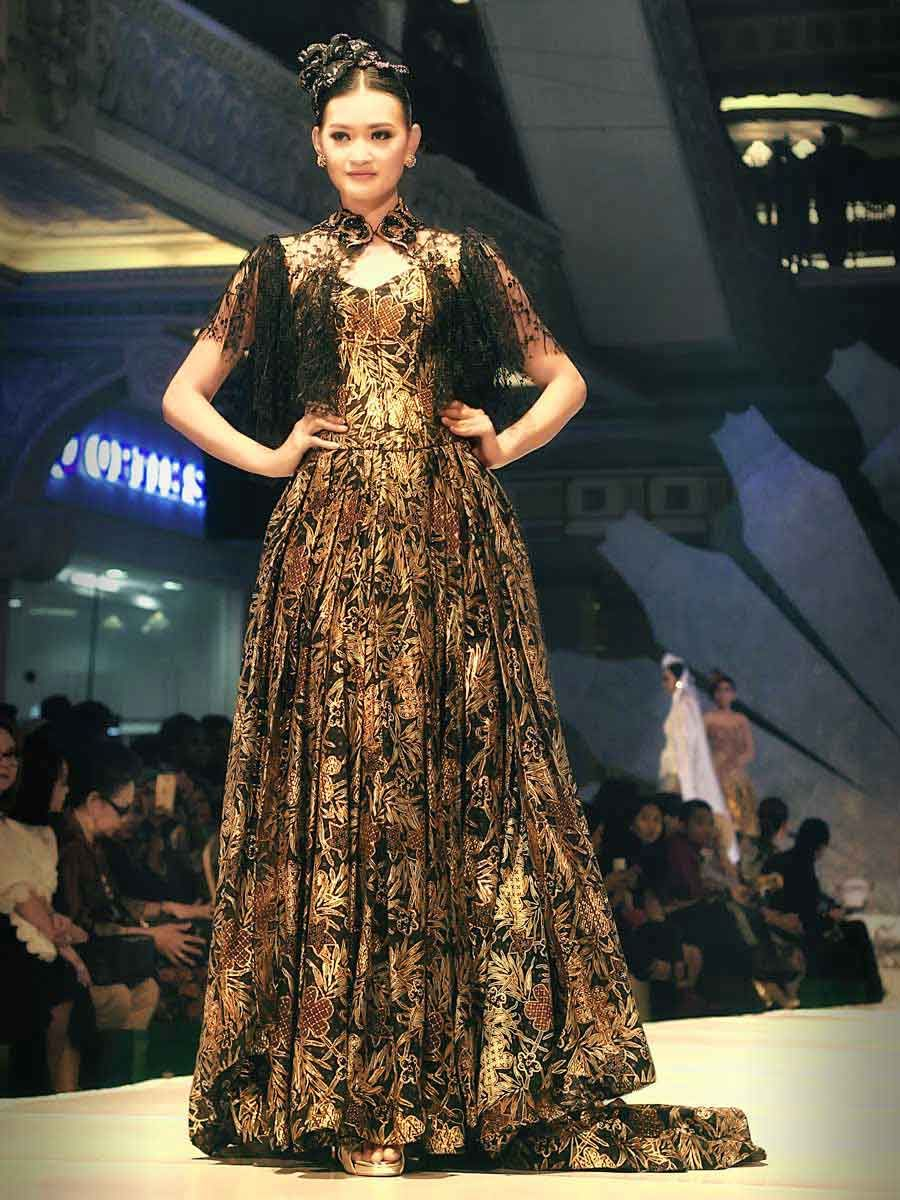Indonesian couture - evening dress kebaya gown batik prada - The