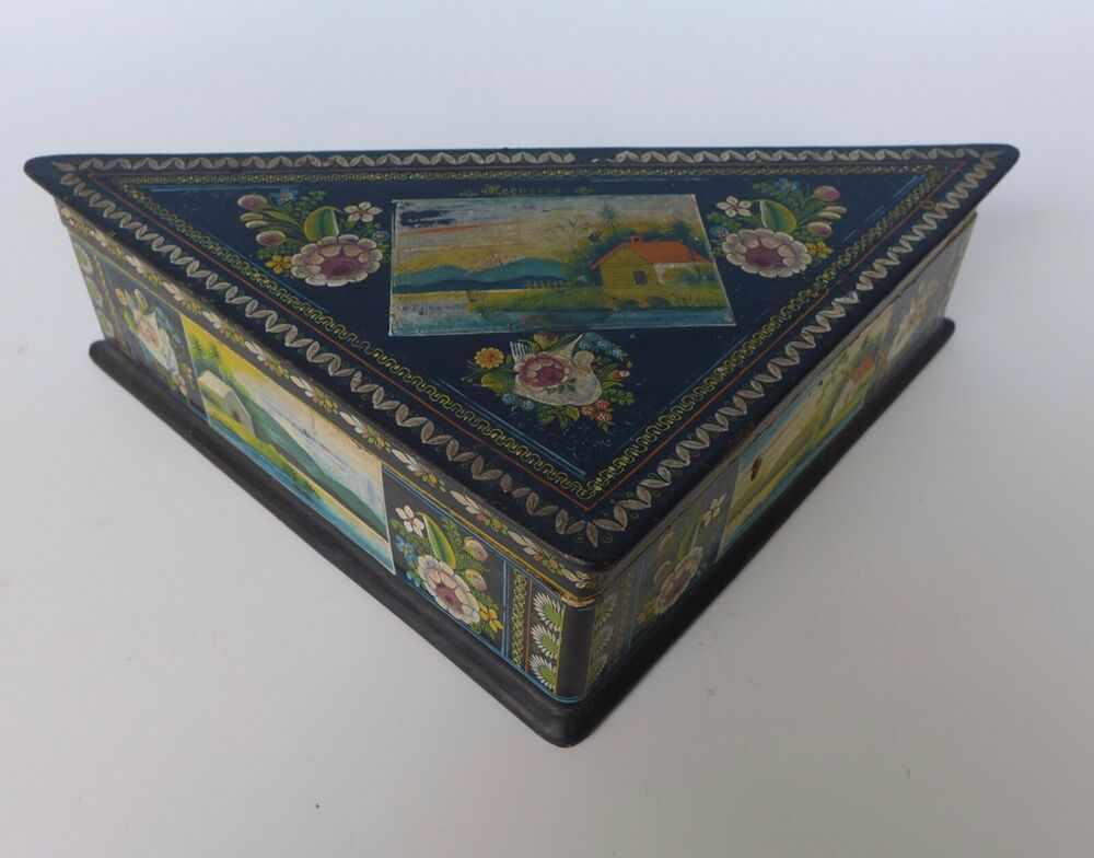 Vintage Mexican Olinala Guerrero Triangular Black Lacquered Wood Box