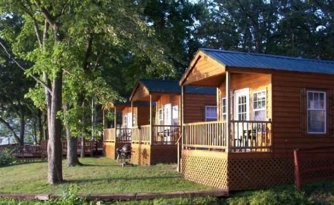Rent A Cabin Right On The Shores Of Grand Lake In Northeastern Oklahoma From Lee S Grand Lake Resort Lake Resort Cabin Oklahoma Lakes