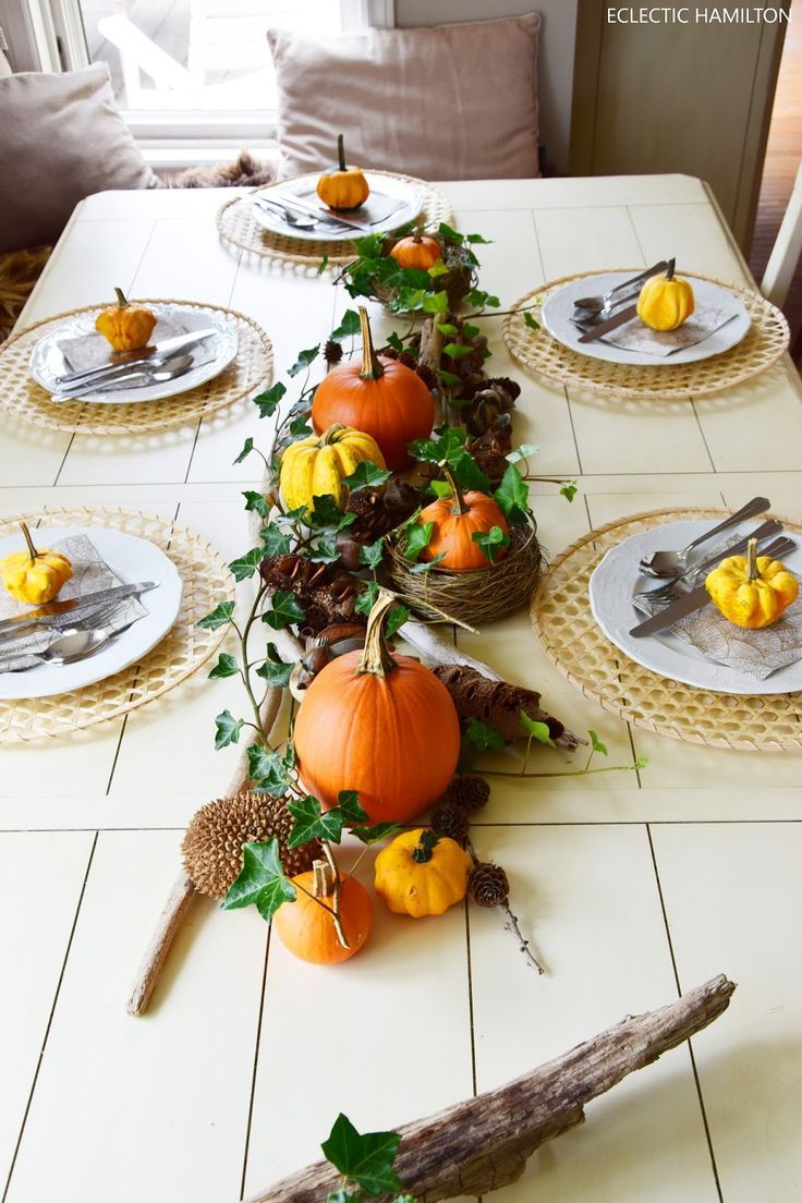 Dekoideen mit Kürbis für den Herbst. Kürbisse natürlich dekorieren. Tischdeko, Tisch dekorieren Herbstdeko, herbstliche Deko, #herbstlichetischdeko